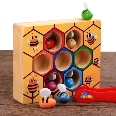Jucarie-sortator-din-lemn-Stupul-de-albine-cu-penseta