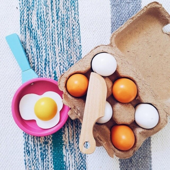 Set 6 oua din lemn si galbenus in Cofraj