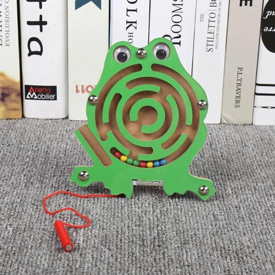 Labirint-magnetic-cu-creion-din-lemn-Animalute3.jpg