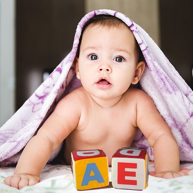 Cuburi mari burete cu litere colorate ABCDEF si sunete bebe