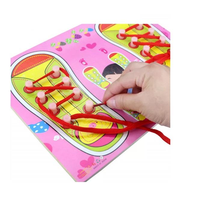 """Puzzle Montessori Papucii cu sireturi """"Invatam sa legam snurul"""""""