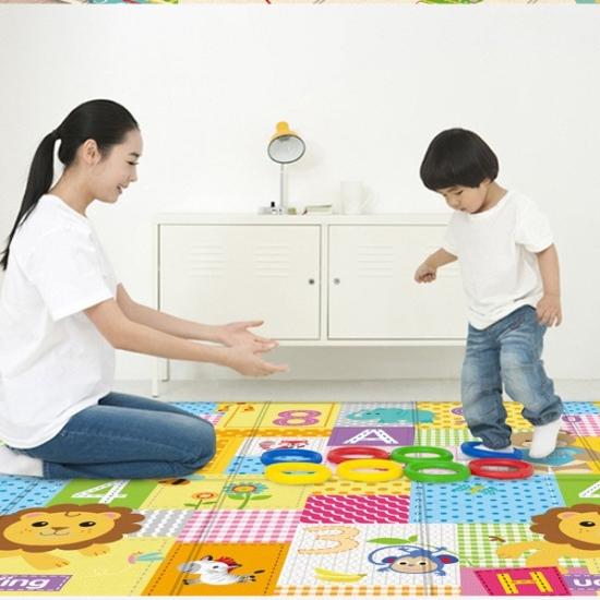 Covor pliabil de joaca cu 2 fete 180*100 cm pentru bebe