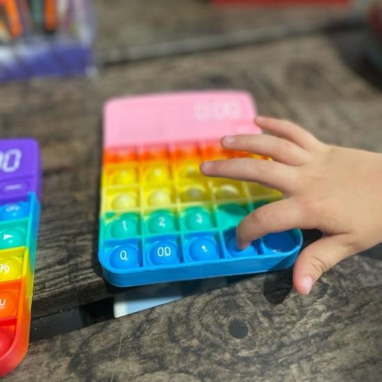 Calculator birou Pop It cu bule din silicon Jucarie antistres copii