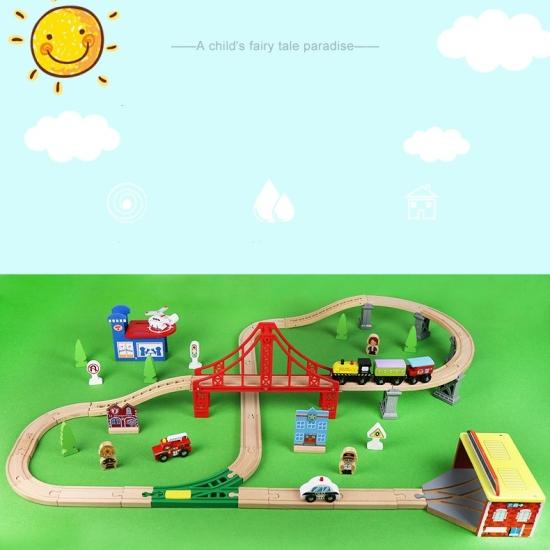Circuit tren cu vehicule si semne de circulatie lemn 70 piese